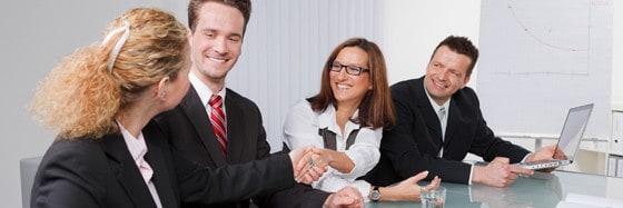 Azubis mit einer höheren Vergütung oder einem festen Übernahmevertrag, können auch einen klassischen Kredit beantragen.