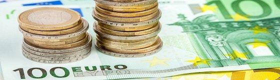 Euromünzen und Geldscheine