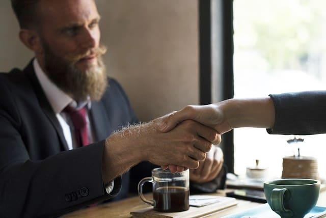 Bestehenden Kredit neu verhandeln gespräch mit der Bank