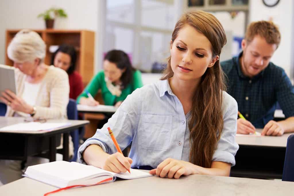 Bei Auszubildenden reicht das Einkommen meist nicht für das Bestreiten des Lebensunterhalts.